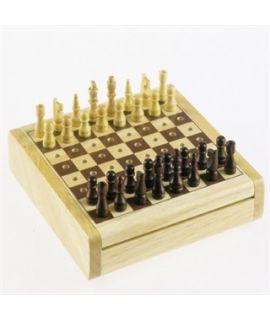 Pegged pocket chess set 12 x 12 cm