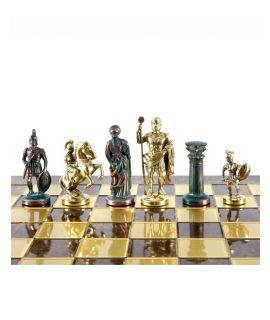 Griek-romeins gouden en antiek koperen schaakstukken en messing en bruin emaille schaakbord 28 cm