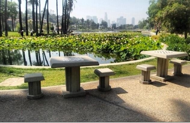 Schaaktafels in het park